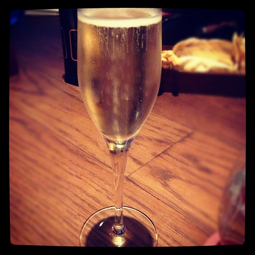 Prosecco to start the evening. #yum #bubbly