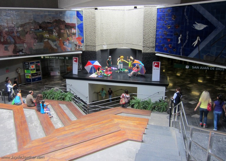 Performing Theatre in the entrances down to the subway, Guadalajara