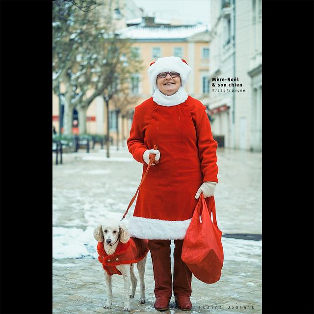 Mère-Noël et son chien | Villefranche [FUJI X-PRO1]