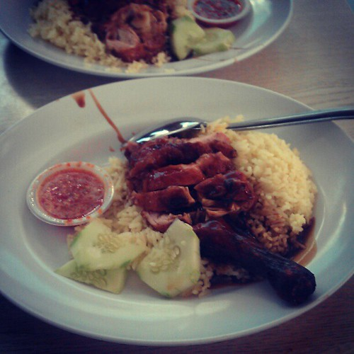 Another chicken rice for lunch with @penaberkala and @farismuhandisu. #lunch #weekend #Malaysia #makanan #foodporn