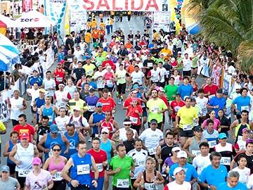 Julius Keter y Ogla Kimaiyo ganan el Maratón Cancún 2012