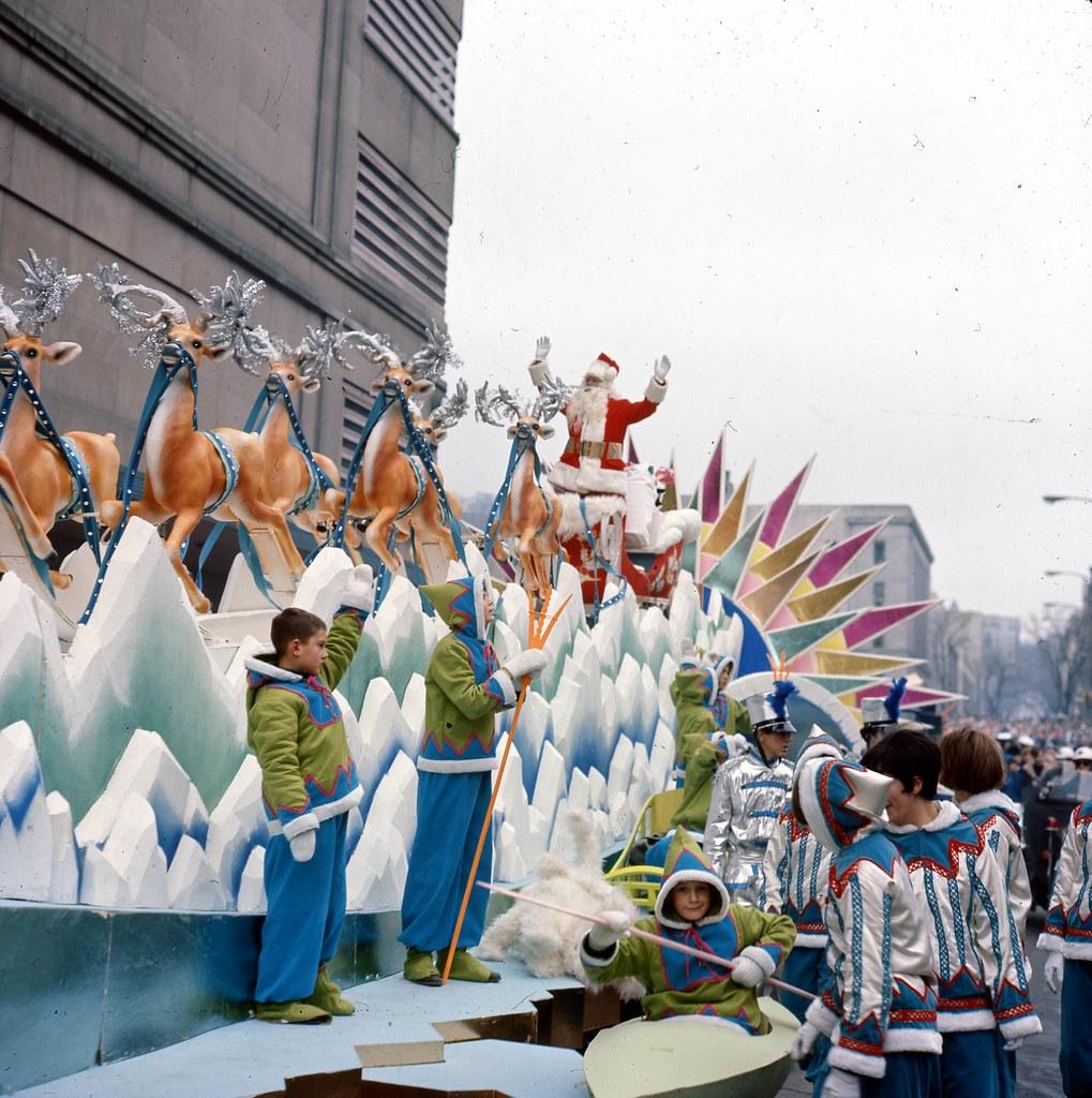 Défilé du père Noël de chez Eaton, décembre 1965