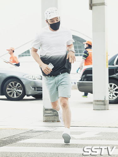 BIGBANG Incheon Airport to Shanghai Press 2015-06-19 077