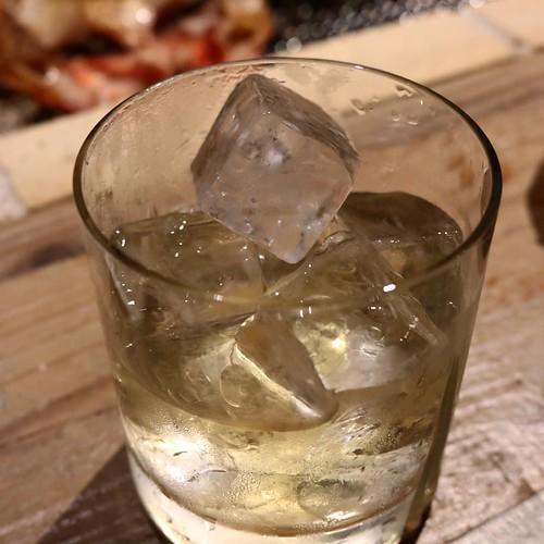 北海道の幸をたらふく食べながら、余市ウイスキーだと!?けしからん、全くもって幸せすぎてけしからん。 #銭函バーベキュー