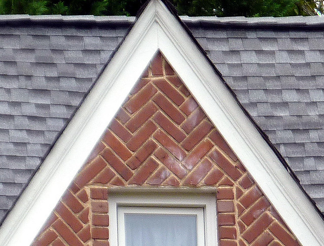 P1130471-2012-11-05-un-Drunk-Diagonal-Brick-double-gable-Morningside-detail-Reeder-right-detail