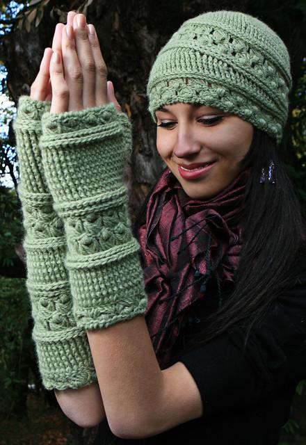 Velutinous Lace Cap & Wristlets (Crochet)