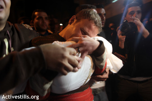 Jihad Al-Mashhrawi holding his baby son Omar, killed in Israeli strike on Gaza - 14 November 2012