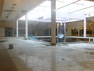 041 Rolling Acres Mall - inside looking from Penney's
