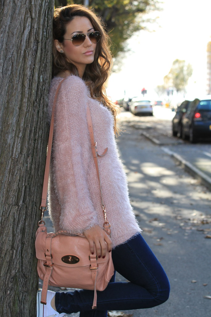 pink jumper autumn look