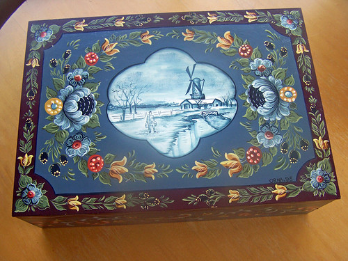 Dutch Hinderloopen Folk Art box