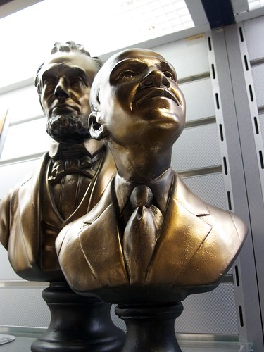 Busts of Abraham Lincoln and Barack Obama in the tourist shop of the Smithsonian National Museum of American History