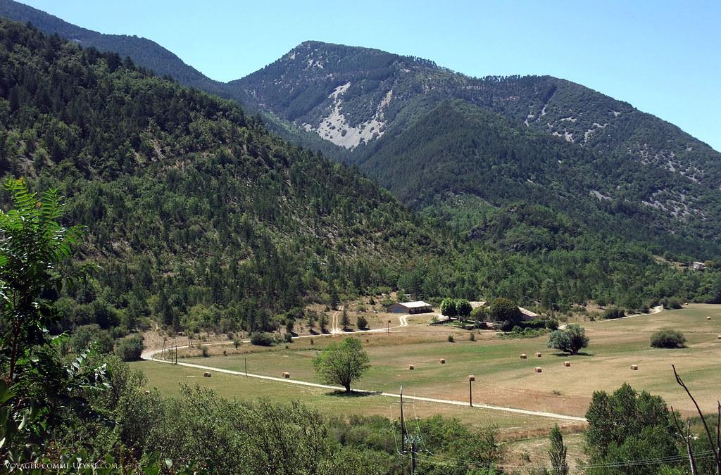 C'est dans cette étroite bande de terre au fond de la vallée que les gens cultivaient et cultivent encore.
