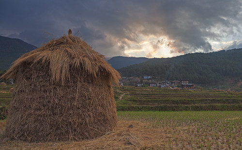 sunset mountains landscape bhutan himalayas goldenhour 24105mm 5dmarkii