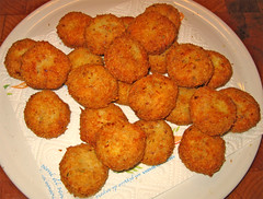 croquette, fried food, cutlet, vegetarian food, arancini, rissole, fritter, frikadeller, pakora, food, dish, chicken nugget, cuisine, potato pancake, fast food, falafel,