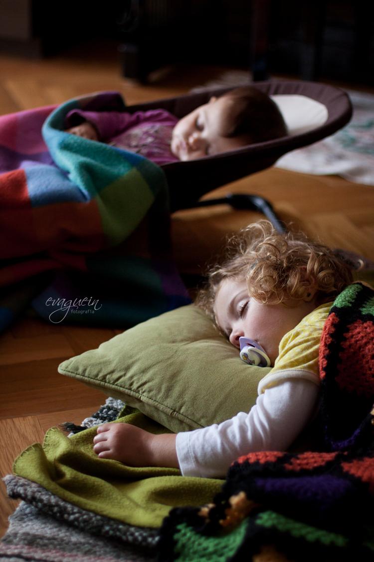 20121029Val-y-Amanda-siesta-salón001-R3-BLOG