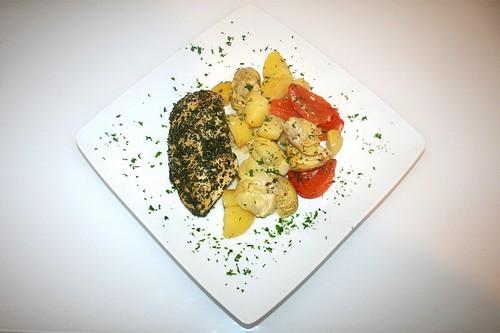 42 - Kräuter-Hühnchenbrust mit mediterranem Gemüse / Herbal chicken breast with mediterranean vegetables - Serviert