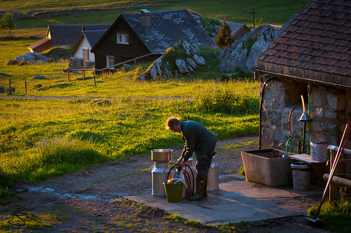 sun barn pen sunrise schweiz switzerland stall hutch cote sonne stable sonnenaufgang stud cot seealp kantonappenzellinnerrhodenai buildingforlivestock