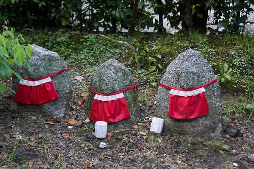 京都的地藏也萌一點, 留意是有蕾絲的!