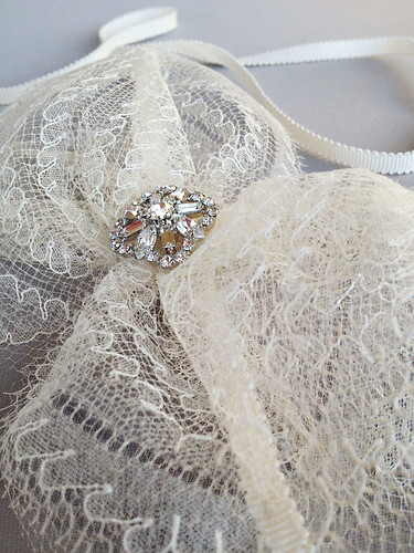 Emici Bridal lace bow