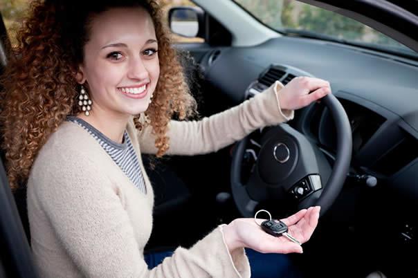 Los conductores adolescentes supervisan a los conductores adolescentes