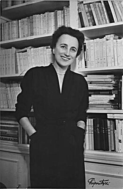 12l18 Dominique Aury-1940-lipnitzki