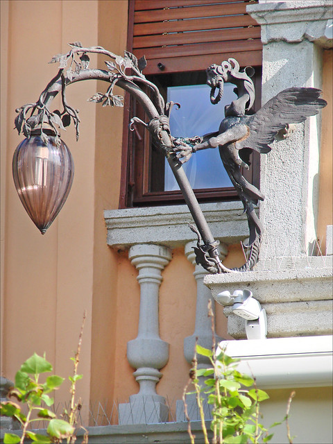 Lanterne en fer forg de la villa lucina lido de venise for Porte lanterne fer forge