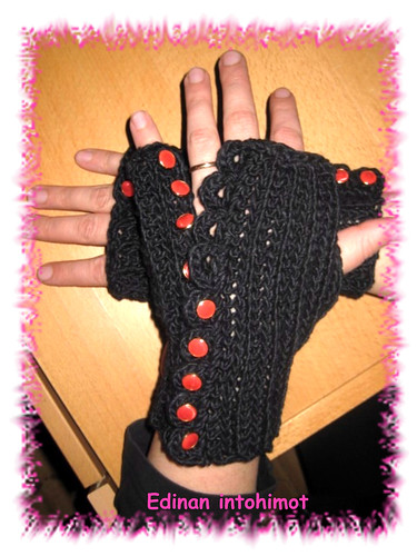 Betty's Button-up Mitts_2