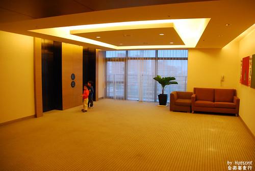 電梯空間也留太大了吧
