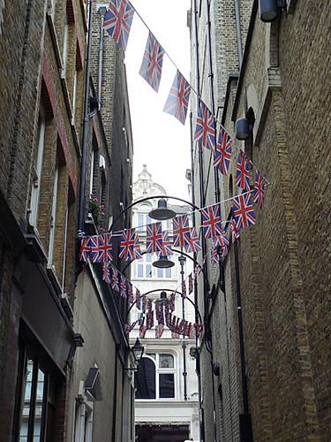 drapeaux Mayfair.jpg