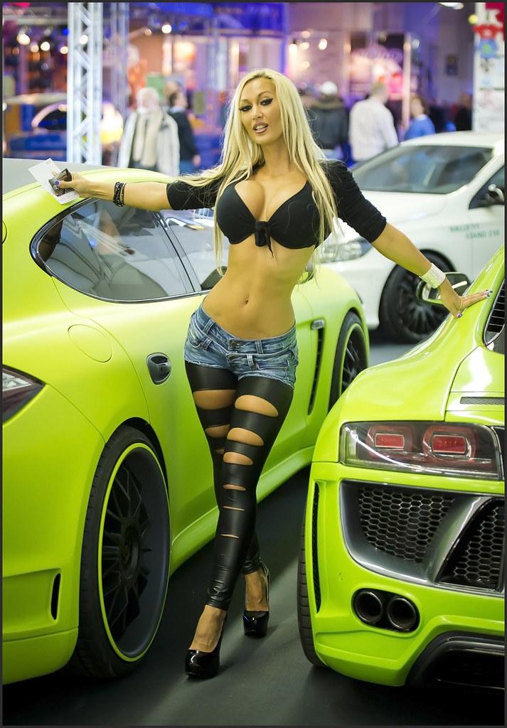 Show girls car hot