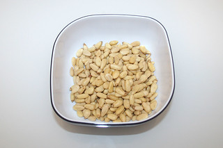 11 - Zutat Pinienkerne / Ingredient pine nuts