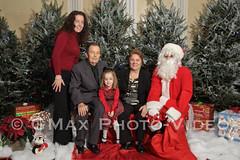 people(1.0), christmas decoration(1.0), santa claus(1.0), christmas tree(1.0), christmas(1.0),