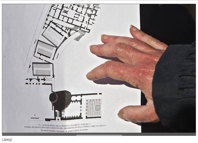 ROMA ARCHEOLOGIA: L' edifico era a due piani, e resale al 123 d.C., L' Auditorium di Adriano spunta a Piazza Venezia, CORRIERE DELLA SERA (13/12/2012), p. 9.