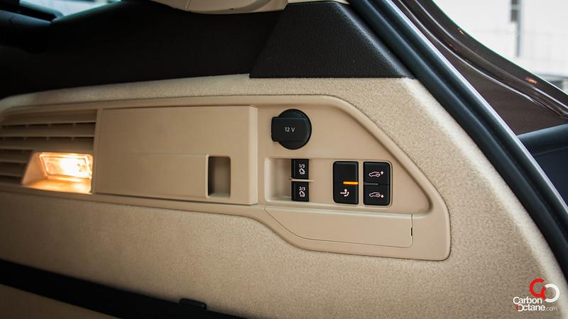2012 Volkswagen Touareg-5.jpg
