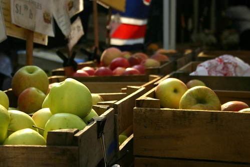 Fruit in crates.  A webinar next Thursday will show Spanish-language producers how to get pricing, shipping, volume and other detailed information for hundreds of commodities. Photo courtesy Marty Ringlein