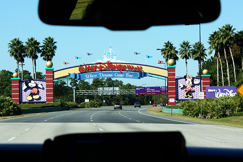 Walt-Disney-Sign