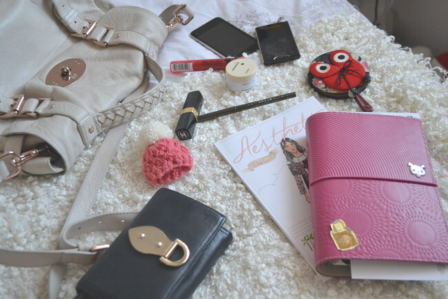 daisybutter - UK Style and Fashion Blog: what's in my bag