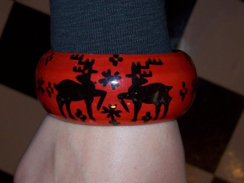thrifted reindeer bracelet