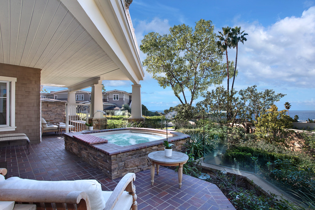 3 Stickley, Laguna Beach