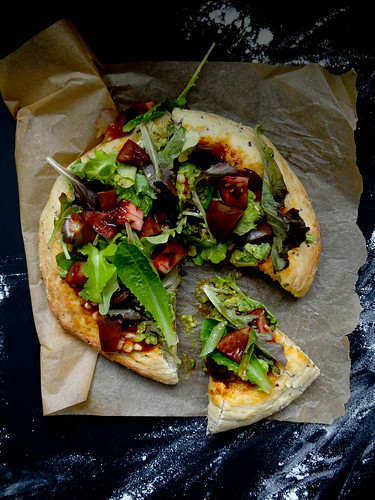 mexican salad pizza // quinoa crust
