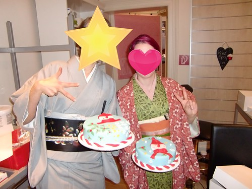 What you can do in kimono- decorate a cake by Haruyuri