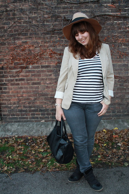 New loves outfit: black sneaker wedges, gray AG