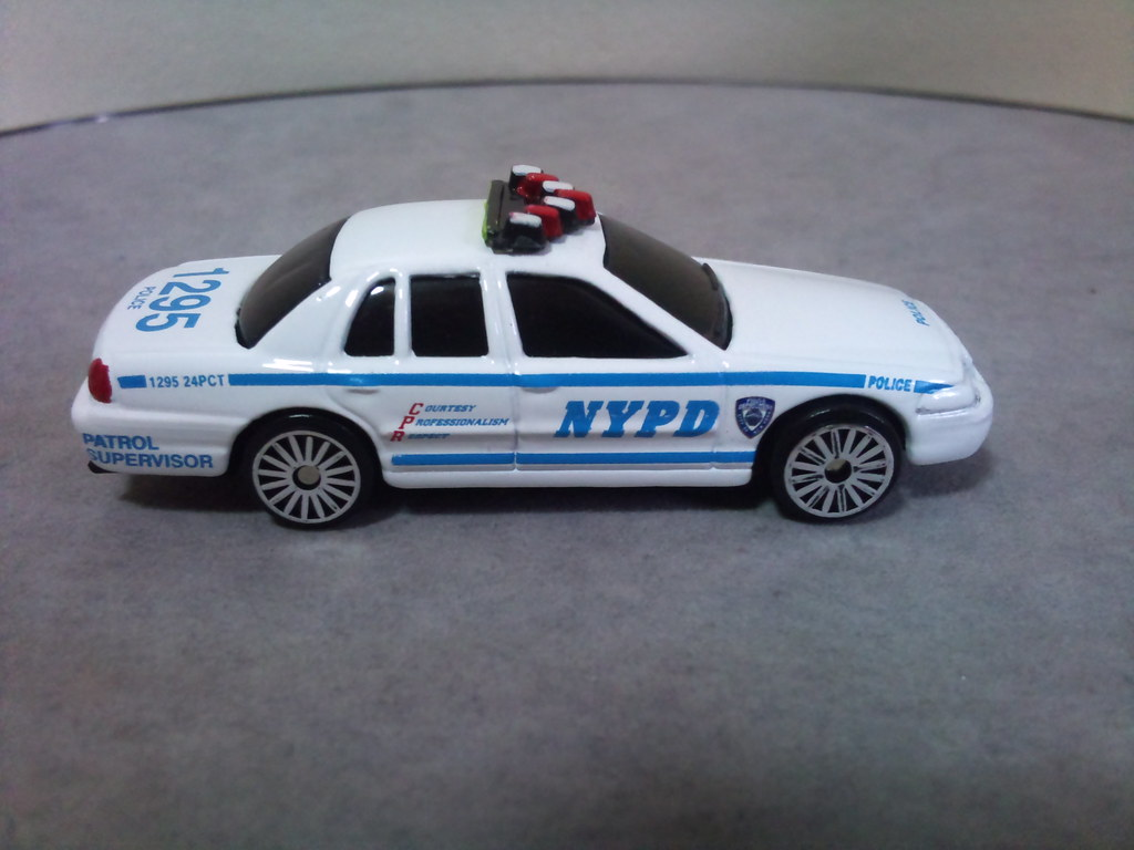 Maisto 1 64 Nypd Ford Crown Victoria A Photo On Flickriver 1995