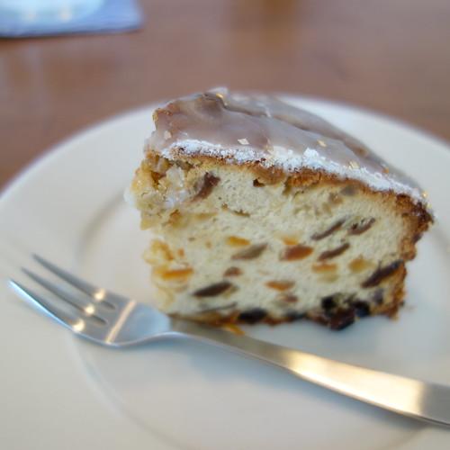 つきさむ、のフルーツケーキ。食べるのは2回目。美味しい。