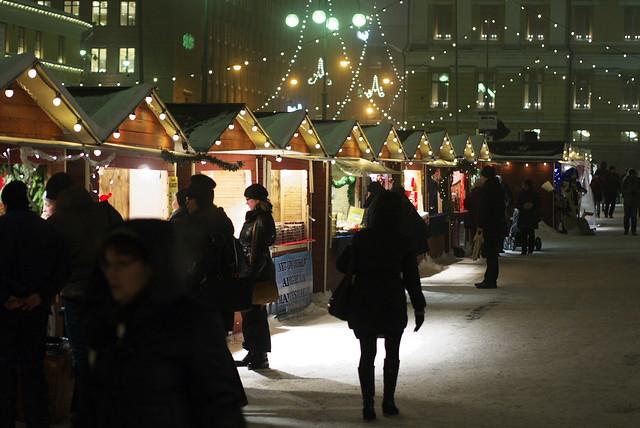 Entre puestos del mercado de navidad