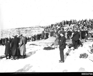 Crowd of civilians possibly at The Gap in Sydney during US Navy fleet visit, 23 July 1925