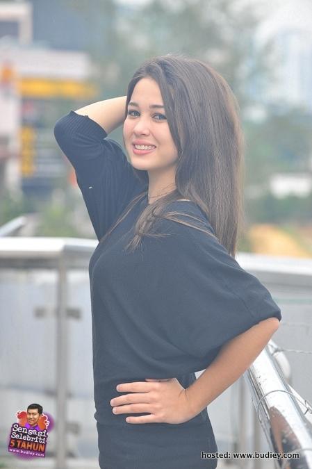 Emma Maembong sebagai Rania