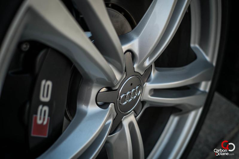 2013_Audi_S6_rim.jpg