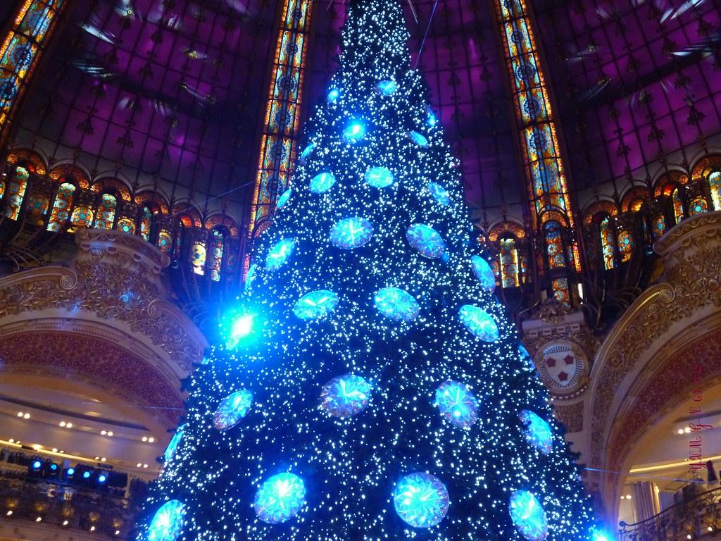 Grande Coupole des Galeries Lafayette / Décoration de Noël - Fin d'année / Sapin de Noël en Cristaux Swalorski / Novembre - Décembre 2012 / Rue Lafayette / Boulevard Haussmann / Paris