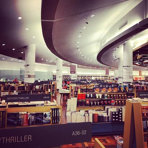 Massive Kinokuniya bookstore in Dubai